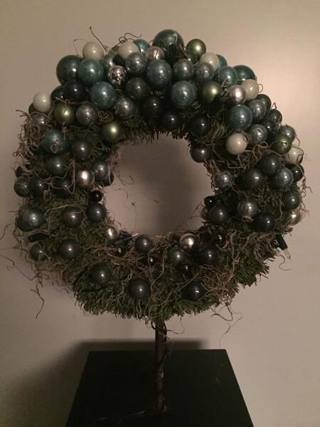 https://www.kerstboomenmeer.nl/images/com_hikashop/upload/kleine_krans_dz_groentinten_met_verlichting-uit.jpg